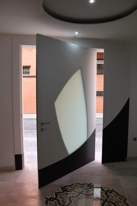 Поворотные двери для футуристического ощущения
