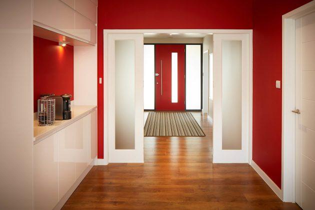 Следуйте за красной дверью