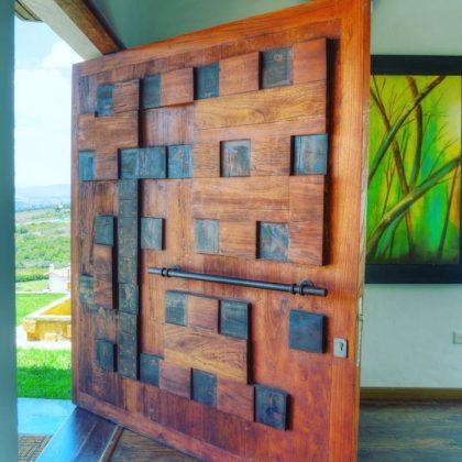Теперь вот как вы добавляете входную дверь, которая также является восхитительным украшением вашего дома