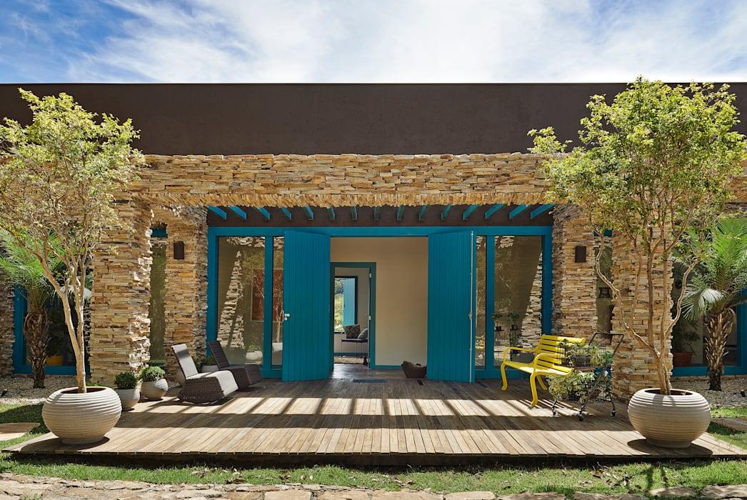 Покрасьте дверь в веселый цвет