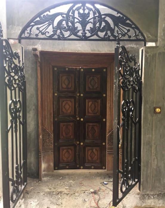 Деревенский шарм главной двери