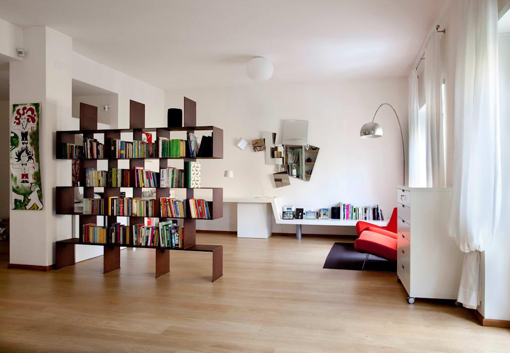 Обозначьте пространство книжным шкафом